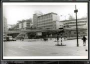 彌敦道,攝於1976-1980年。圖中央可見循道中學。(香港政府檔案處網站截圖)