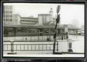 彌敦道,攝於1976-1980年。圖後方可見循道衛理聯合教會九龍堂。(香港政府檔案處網站截圖)