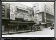 彌敦道:大華戲院,攝於1976-1980年。(香港政府檔案處網站截圖)