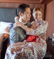 成功接了新娘子,鄭嘉穎心急地抱起陳凱琳走。(大會提供)
