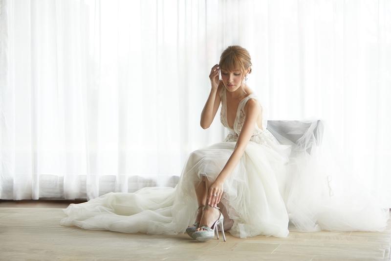 【陳凱琳的新娘造型】穿本地設計師婚紗 襯寶石、水晶高跟鞋