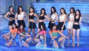 8位未能晉身12強的佳麗被安排在台上伴舞。(鍾偉茵攝)