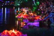 2018年9月21日,雲南廣南,人們在八寶河畔放河燈。(中新社)