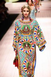 【米蘭時裝周】戴安娜侄女Lady Kitty Spencer為Dolce & Gabbana 2019年春夏系列時裝展行騷。(法新社)