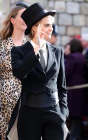 【尤金妮亞公主婚禮】名模Cara Delevingne一身西裝打扮,甚為搶眼。(法新社)