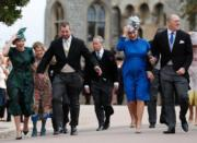 【尤金妮亞公主婚禮】安妮公主的女兒Zara Tindall(右二)與哥哥Peter Phillips(左二)(法新社)