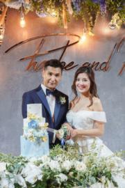一對新人切結婚蛋糕。(大會提供圖片)