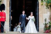 尤金妮亞公主的母親莎拉,在Twitter分享女兒10月12日結婚的照片。圖為尤金妮亞公主(右)與Jack Brooksbank(左)。(Sarah Ferguson Twitter圖片)