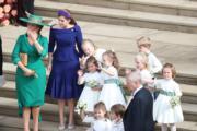 新娘尤金妮亞公主的媽媽莎拉(左)、家姐比阿特麗斯公主(左二)與一眾花仔花女(法新社)