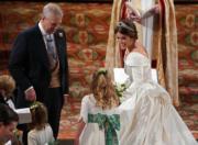 2018年10月12日,英國尤金妮亞公主(右)在溫莎堡聖喬治教堂舉行婚禮。(法新社)