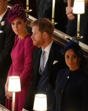 2018年10月12日,凱特(左起)、哈里王子、梅根出席英國尤金妮亞公主的婚禮。(法新社)