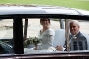 2018年10月12日,英國尤金妮亞公主(左)與父親安德魯王子(右)(法新社)