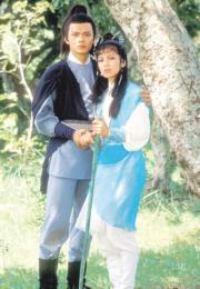 1983年電視劇《射鵰英雄傳》:黃日華(左)演郭靖、翁美玲(右)飾演黃蓉,讓觀眾留下深刻印象。(劇照)