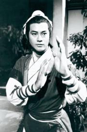 1978年電視劇《倚天屠龍記》:鄭少秋飾演張無忌(黑白劇照)