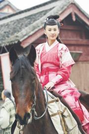 2007年電視劇《碧血劍》:黃聖依飾演夏青青(劇照)