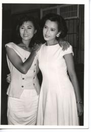 藍潔瑛(右)、麥翠嫻(左)(黑白資料圖片)
