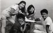 左起:藍潔瑛、龍炳基、曾華倩、周星馳主持《430穿梭機》。 (黑白資料圖片)