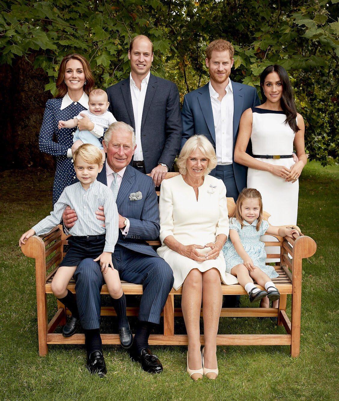 英王儲查理斯三代同堂合照 賀70大壽 喬治坐爺爺大髀開懷大笑 凱特抱路易好溫馨