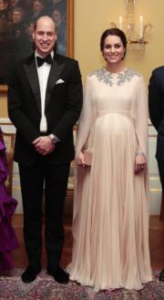 【外訪挪威】2018年2月1日,英國劍橋公爵威廉王子(左)與夫人凱特(右)到訪挪威。(法新社)
