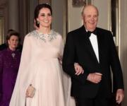 【外訪挪威】2018年2月1日,英國劍橋公爵夫人凱特(左)到訪挪威,出席王室晚宴。圖右為挪威國王哈拉爾五世(Harald V)。(法新社)