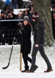 2018年1月30日,英國威廉王子 (右) 與妻子凱特 (左) 外訪瑞典。(法新社)