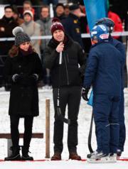 2018年1月30日,英國威廉王子 (中) 與妻子凱特 (左一) 外訪瑞典。(法新社)