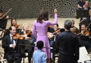 2017年7月21日,凱特到訪德國漢堡Elbphilharmonie音樂廳,並一嘗「指揮」滋味。(法新社)