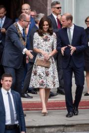 2017年7月18日,英國劍橋公爵伉儷威廉王子 (右) 和凱特 (中) (法新社)