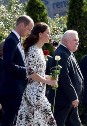 2017年7月18日,左起:威廉王子、凱特、波蘭前總統Lech Walesa (法新社)