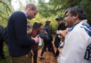 2016年9月26日,威廉與凱特走進大熊雨林(Great Bear Rainforest)。(法新社)