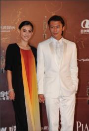 2011年拖手出席香港電影金像獎頒獎禮。(資料圖片)