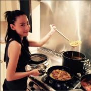 栢芝對廚藝也有研究。(資料圖片)