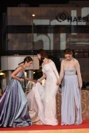 楊秀惠陳庭欣與湯洛雯三個女仔互相照應。