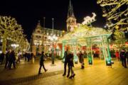 【世界各地迎聖誕】德國漢堡的聖誕市集。圖片攝於2018年12月18日。(新華社)