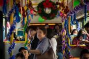 【世界各地迎聖誕】厄瓜多爾首都Quito(基多)的「聖誕巴士」。圖片攝於2018年12月21日。(法新社)