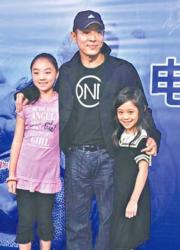 兩個女兒小時候也有跟爸爸李連杰出席公開活動。(網上圖片)