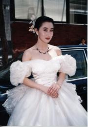 電影中披婚紗。(資料圖片)