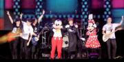 五月天選址香港迪士尼樂園幻想道露天場地開騷,更邀請米奇、米妮助陣擔任神秘嘉賓。(資料圖片)