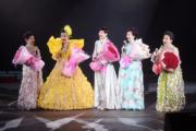 薛家燕開騷,與「七公主」中的王愛明(左起)、薛家燕、陳寶珠、沈芝華及馮素波重聚,合唱經典歌《情花開》和《莫負青春》。(資料圖片)