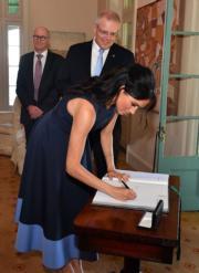 2018年10月19日,英國薩塞克斯公爵夫人梅根(前)在悉尼出席活動。(法新社)