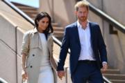 2018年10月16日,懷孕的梅根(左)偕哈里王子(右)外訪澳洲。(法新社)
