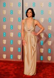 《剋‧寡婦》米雪露芝姬絲穿著Jenny Packham的deep V晚裝到場。(法新社)