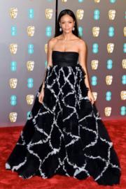 《撞車》女星丹迪紐頓穿著Valentino新裝到場。(Getty Images)