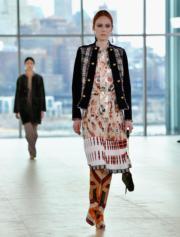 【紐約時裝周】Tory Burch條紋圖案長靴(法新社)