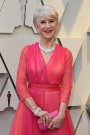 【奧斯卡珠寶】海倫美蘭(Helen Mirren)戴上Harry Winston珠寶。(法新社)
