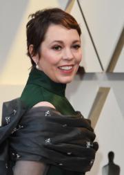 【奧斯卡珠寶】奧莉菲亞高文(Olivia Colman)憑《爭寵》奪得金像影后;她戴上Chopard白金鑽石耳環。(法新社)