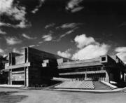 【磯崎新建築作品】日本大分縣立圖書館 (1962-1966)是磯崎新初出茅廬接到的項目委託之一。九州大分縣亦是磯崎新的家鄉。(照片由石元泰博提供/普利茲克建築獎網站圖片)