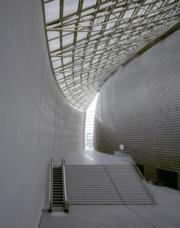 【磯崎新建築作品】日本奈良百年會館 (1992-1998)(照片由Hisao Suzuki提供/普利茲克建築獎網站圖片)
