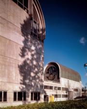 【磯崎新建築作品】日本北九州中央圖書館 (1973-1974)(照片由石元泰博提供/普利茲克建築獎網站圖片)