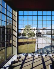 【磯崎新建築作品】日本群馬縣立近代美術館 (1971-1974)(照片由石元泰博提供/普利茲克建築獎網站圖片)